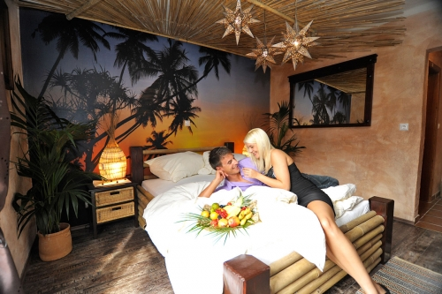 Themed Room Cancun – palm trees, beach and more...